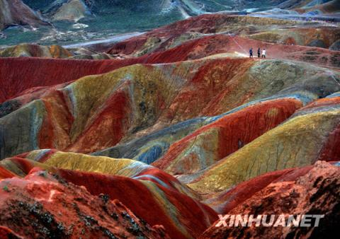 Travelers are enjoying the spectacular Danxia Landform scenery in Zhangye, northwest China, on September 8. Zhangye Danxia Landform Park is located on the border of Nijiaying Village and Baiyin Village in Gansu Province, northwest China, having an area of 510 square kilometers. [Photo: Xinhuanet]